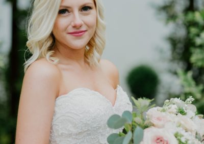 white and blush bridal bouquet at hummingbird house