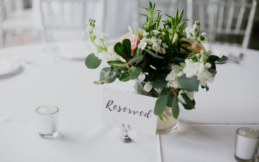How to Completely Transform Your Reception Room Using Flowers