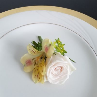 flor amor modern rustic boutonniere