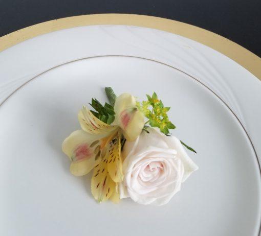 flor amor modern rustic boutonniere