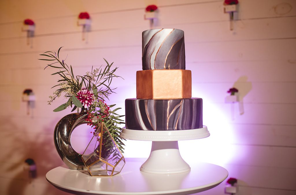 Prospect House Styled Shoot. Metallic inspired cake, made by Tammy of Hill Country Cakery. Photo by Creatrix Photography. Floral arrangement by Flor Amor.