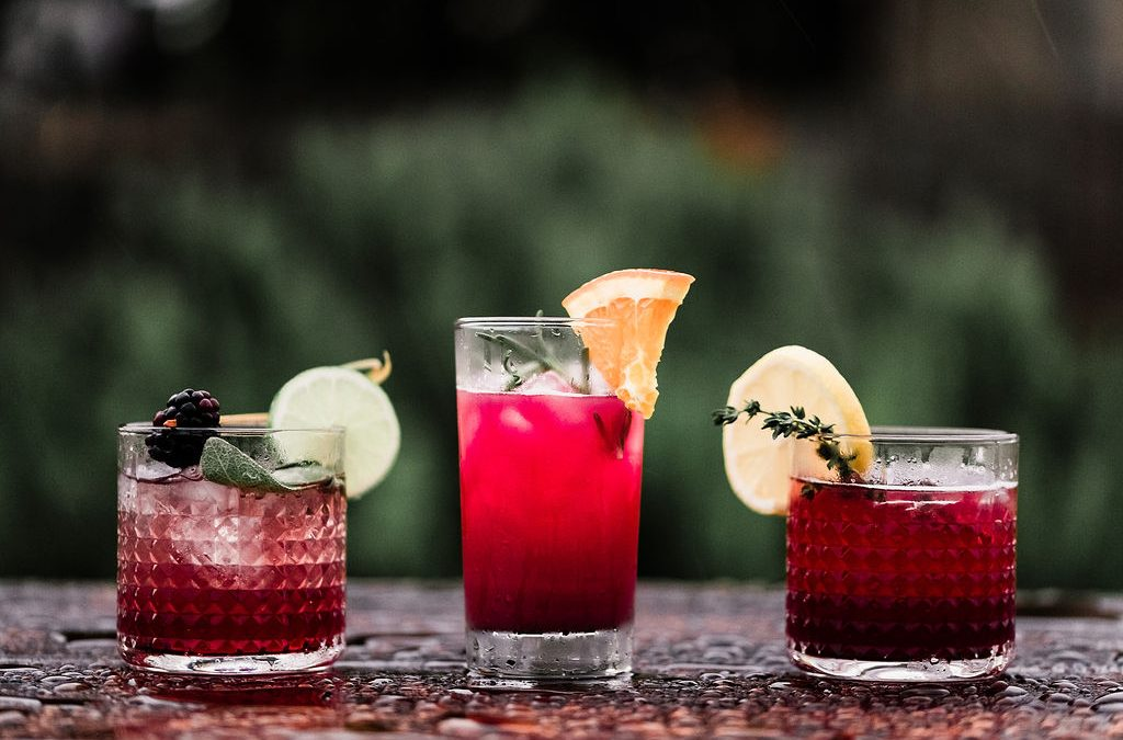 holday wedding drinks